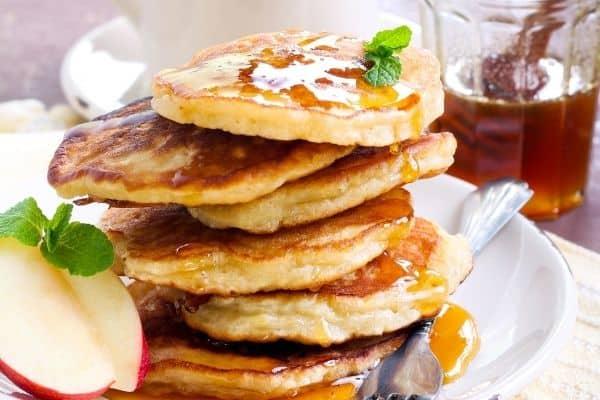 The Best Apple Cinnamon Pancakes